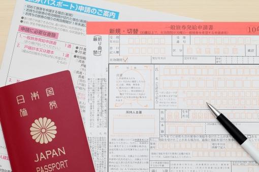 海外でパスポートが期限切れ。更新方法やビザページの注意など